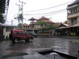 雨のレギャン〜ホテル前
