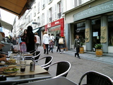 カフェ前のMUJI