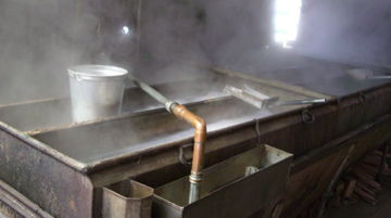 メープルの樹液を煮詰める機械