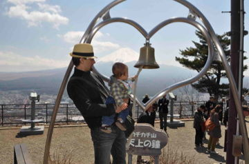Apr8,2012 鐘を鳴らす@富士山