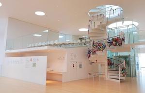 横須賀美術館海の螺旋階段203gow