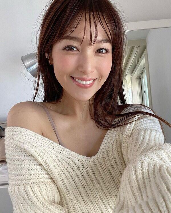 【画像】鷲見玲奈アナ、鎖骨ハッキリ肩出しショット公開!