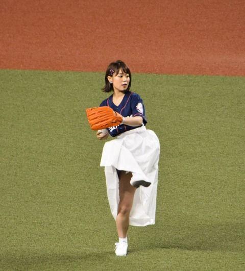 【朗報】声優の井口裕香と平野綾がノーバン始球式www