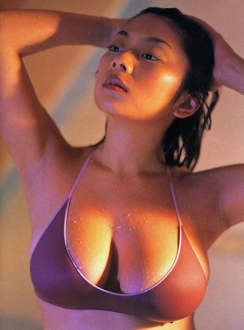 【画像】昔のデカ乳グラドル「小池栄子! MEGUMI! 根本はるみ!」