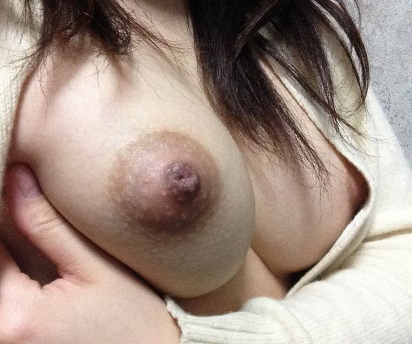 乳首黒めの自撮りエロ画像