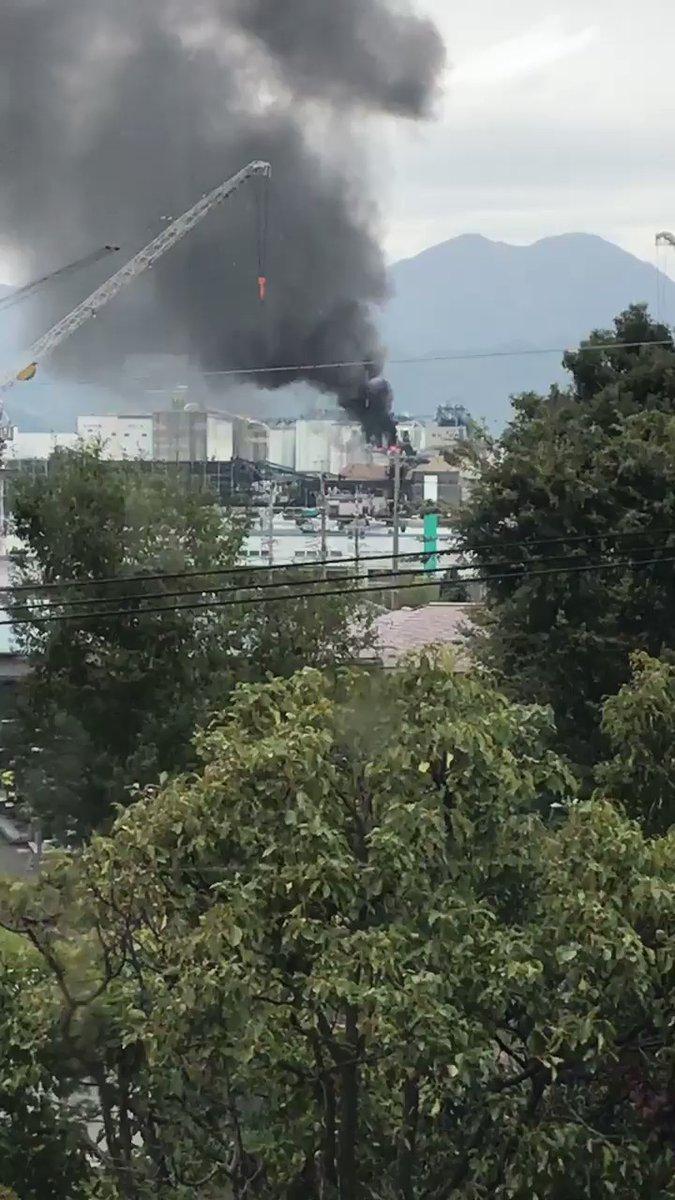 【現地Twitter画像】静岡県清関3丁目、東埠頭付近工場で火災発生!現地の煙がヤバい・・