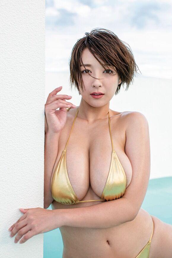 Hカップグラドル紺野栞の全身おっぱいみたいなムチムチボディは最高だな!