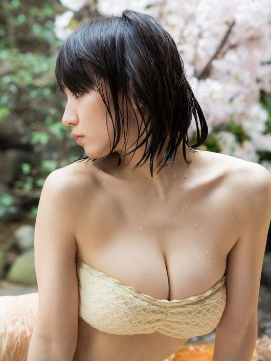 【画像】吉岡里帆が嫌々グラビアやってたとか言ってるの知ってイライラMAXでキレそう