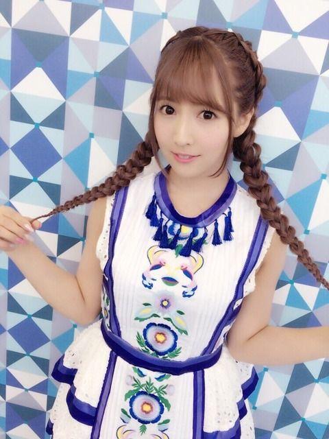 【画像】元SKEでAV女優の三上悠亜、乃木坂風の衣装で営業活動www