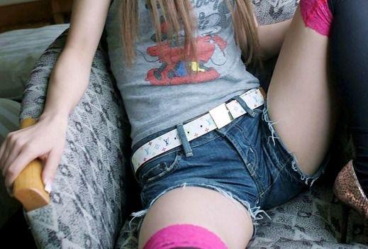 画像☆アイドルのミニスカ衣装より短パンから伸びるむっちり太ももが抜けるw