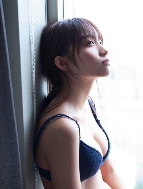 【制服と少女】タレント・黒木ひかり(19)の週刊誌水着画像