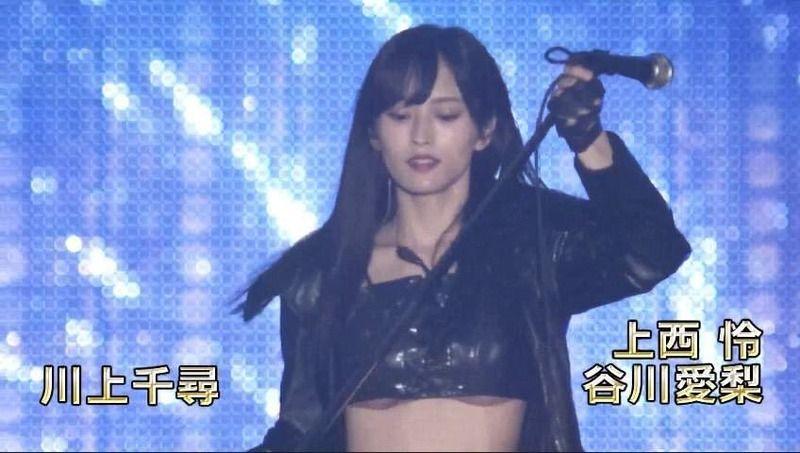 山本彩さん、ライブで下乳を見せる