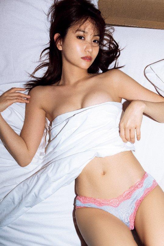 元AKB48永尾まりや、下着姿の大胆ショット ふっくらバストで悩殺