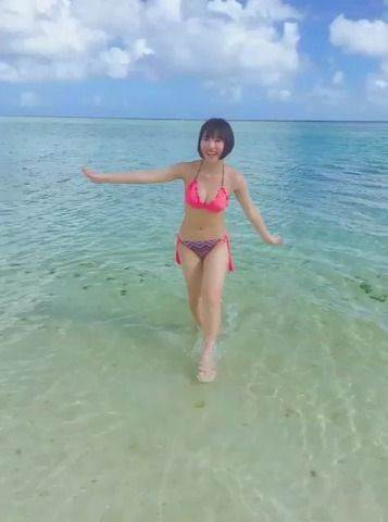 彼女とグアムの海なう って使っていいよ 的場華鈴 (16歳)虹コン
