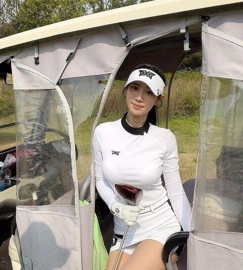 ムチムチのナイスバディを魅せながらゴルフしてるBerry Goodチョヒョン