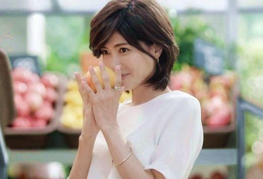 画像☆ロリ熟女w内田有紀(41歳)の超ミニワンピから伸びる美脚がエロすぎるw