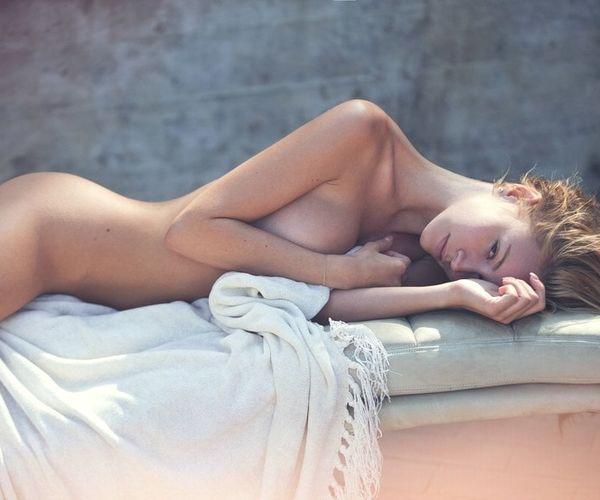 白人美女モデルブライアーナ・ホーリーの裸