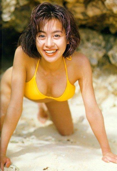 【画像】「さとう珠緒」が振り返る23歳時の水着写真集の思い出