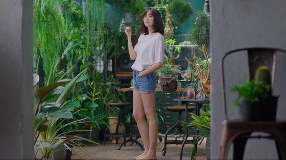【画像】新垣結衣、ショートパンツで美脚披露!「何見てるの?」とささやき、微笑みかけるシーンもw