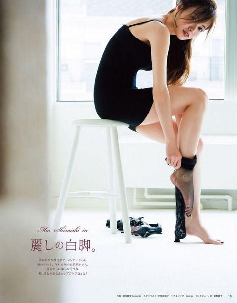 乃木坂46白石麻衣の美脚で踏まれたい