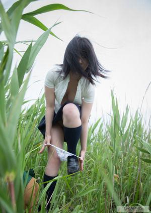 パンツを下ろす瞬間www脱ぎかけ女子のわくわくするエロフェチ画像!