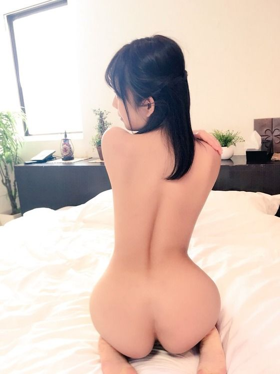 【画像】AV女優・紗倉まな、全裸写真をTwitterに投稿する!