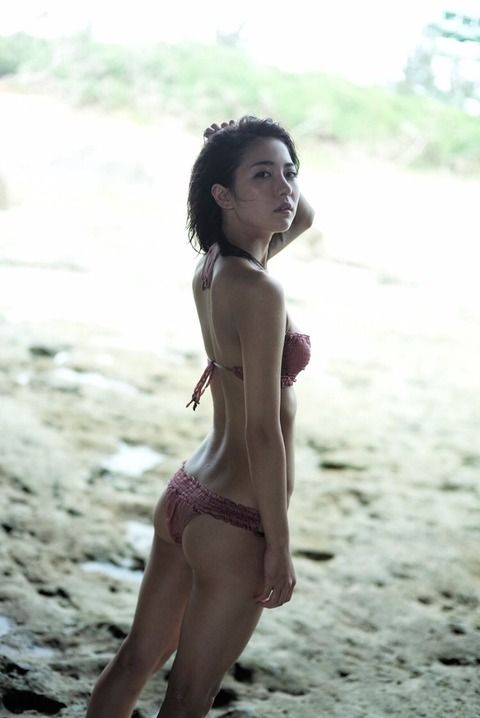石川恋抜ける水着画像集