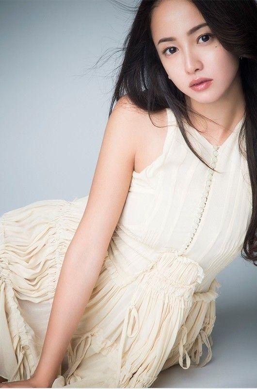 【画像14枚】沢尻エリカさん(33)、水着&胸元おっぱいを披露!
