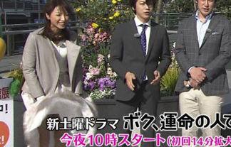 スムサタ司会・望月理恵のスカートが強風でめくりあがるハプニング!【エロGIF動画】