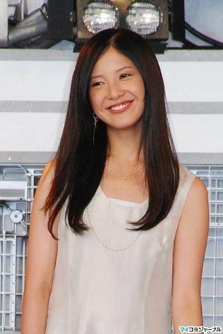 【画像】吉高由里子の濡れて服に張り付いたおっぱいがエロいよな