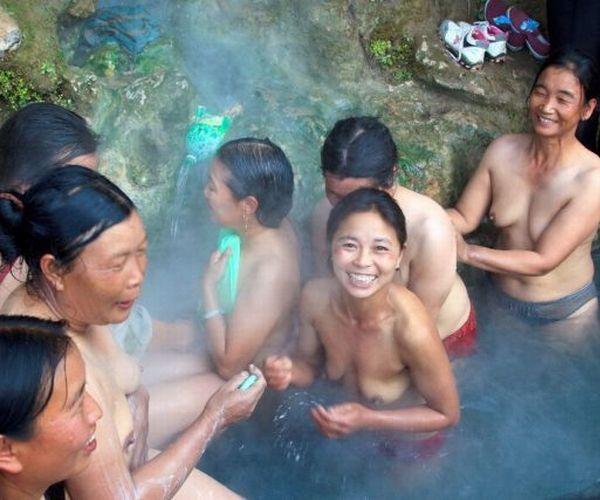 【画像】不衛生すぎる中国の露天風呂をご覧くださいwwwww(素人)