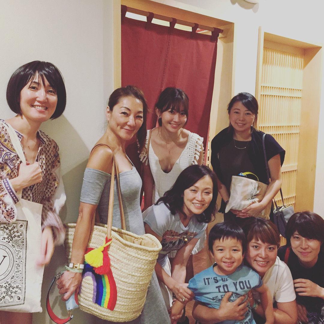 小嶋陽菜さん、私服でめちゃめちゃお●ぱい出た服を着てしまう(画像 あり)