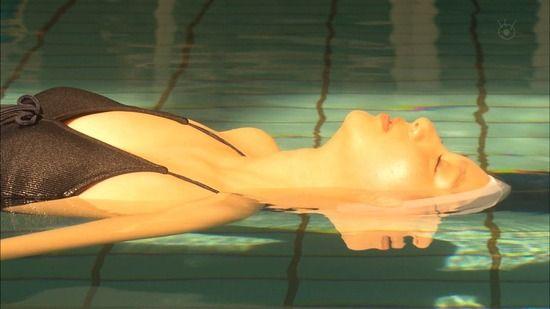 【動画】新川優愛がドラマで水着姿を披露