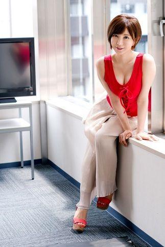 【画像】サービス精神が過剰でお馴染みのAV女優・里美ゆりあがイベント開催 5000円でエッチなスキンシップ