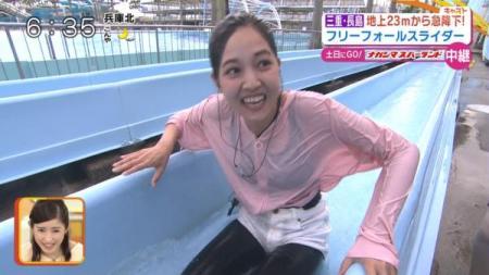 関西の美女アナが新人の時にプールでびしょぬれになってスポーツブラがスケスケに