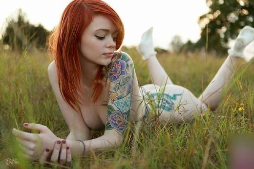 赤毛の女性のヌードって、ちょっと興奮しませんか?