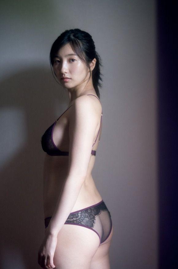 【グラビア】福井セリナ、SEXYな透けランジェリーで挑発