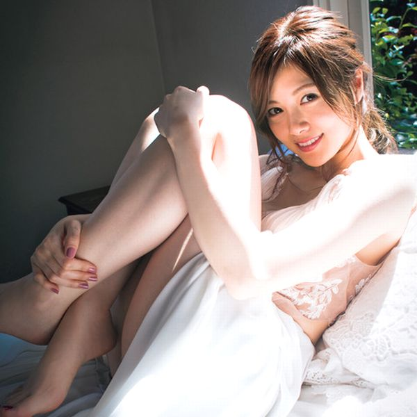 白石麻衣の白い下着姿の寝起きエロ画像GIFあり