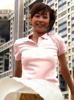 女子アナが風で見えちゃった恥ずかしいパンチラ