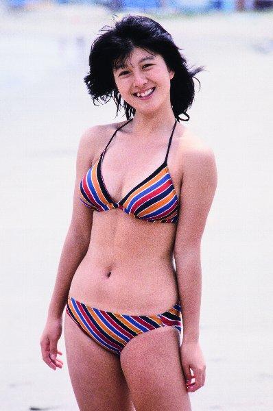 【画像】河合奈保子「再会の夏」ファンが選んだ秘蔵ビキニ写真!