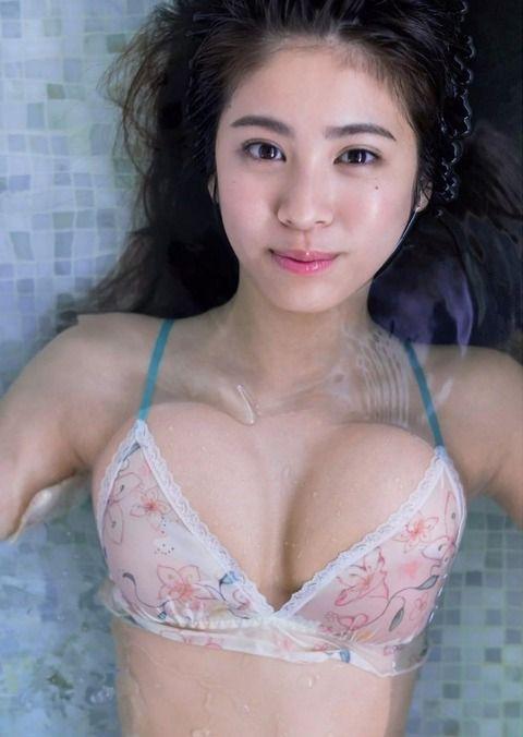 【時にこんな顔もするんだ】タレント・澤北るな(18)の週プレ水着画像