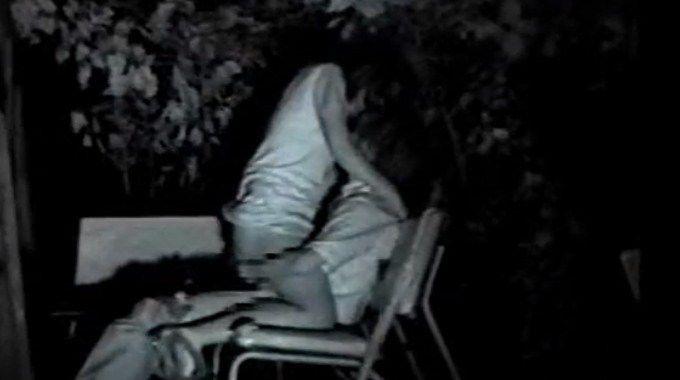 暗闇でセックスしているカップルを盗撮!