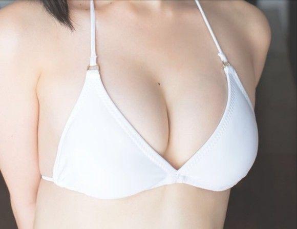 AKB高橋朱里(19)のお乳が成長中