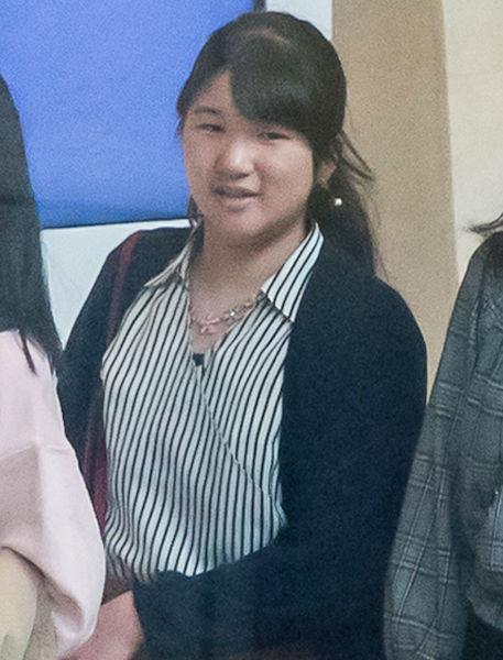 【画像】愛子さま、高校二年生になられ大人っぽくなる