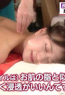 斎藤真美アナ(30)のオイルマッサージ上裸姿がエロいww【エロ画像】