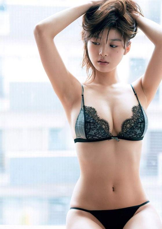 【画像】下着も水着も面積的には変わらないのに何故女は下着を恥ずかしがるのか?