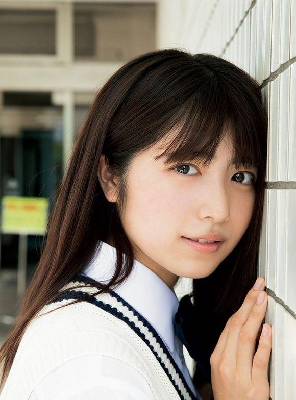 「いま一番可愛い」と評判の女子高生・吉田莉桜(17)がサンデーの表紙&巻頭グラビアに登場!