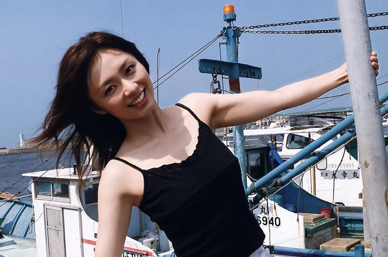 【画像】伊藤綾子のエッチな体が忘れられなくて