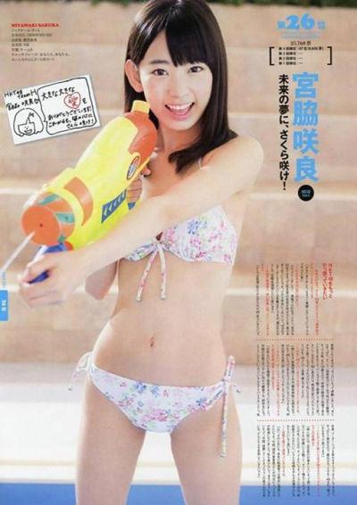 【画像】HKT宮脇咲良の2013年と今年の水着サプライズをこの画像で見比べてみてw