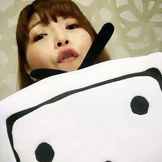 【画像】声優の新田恵海さん、ついにAVは別人だと証明できる写真を公開